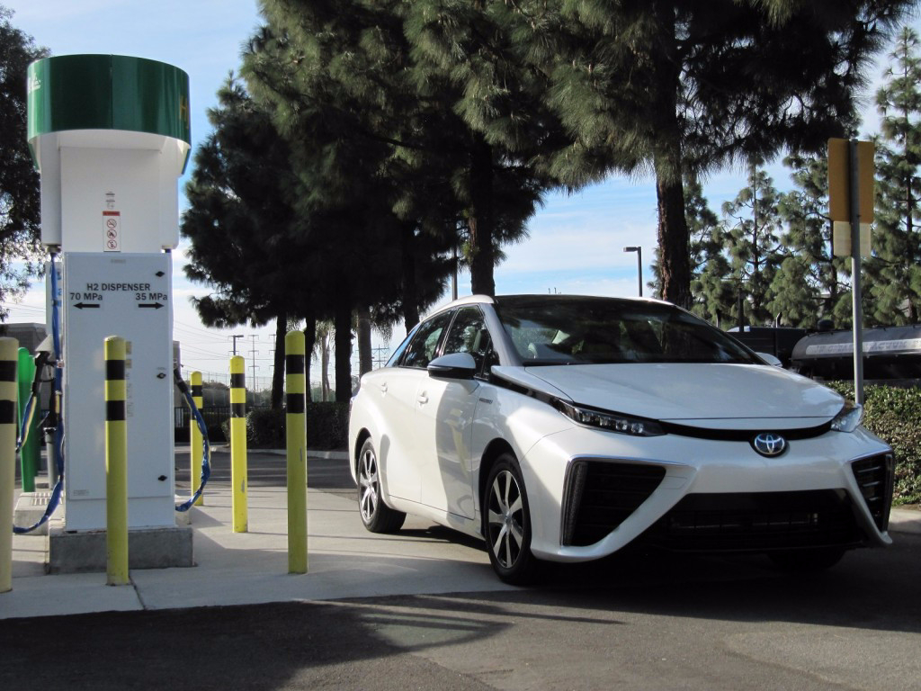 Electric Vs Hydrogen Cars Which Will You Drive In The Future Solar On Pinterest Powered Car And Credit Ev Obsession 2016 Toyota Mirai Fuel Cell